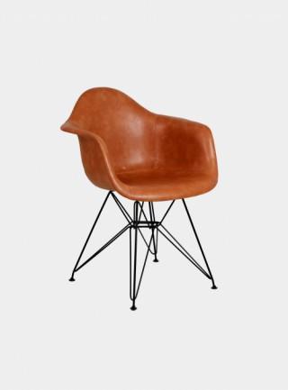 椅子 柏林  有扶手 皮革挂毯 浅咖啡色 金属腿 黑色